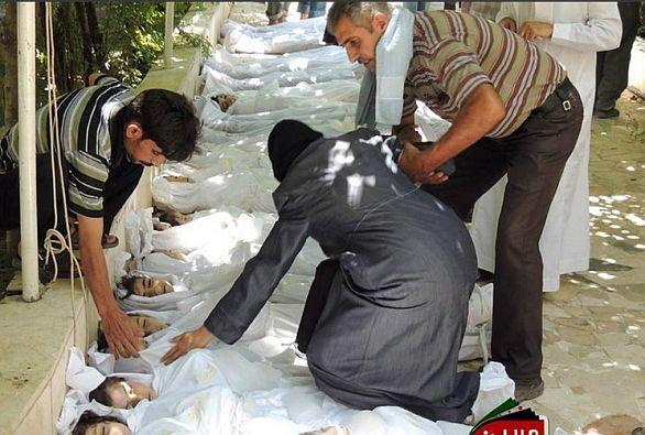 Oběti útoky nenesou známky střelných zbraní. Podle organizace Lékaři bez hranic skutečně vykazují známky chemického útoku. / Local Committea of Arben (syrská opoziční skupina)