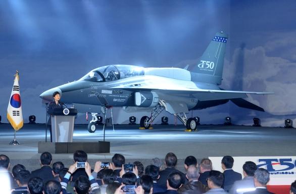 Foto: Lockheed Martin a KAI (Korea Aerospace Industries) představili prototyp T-50 pro program T-X v prosinci minulého roku. / Lockheed Martin