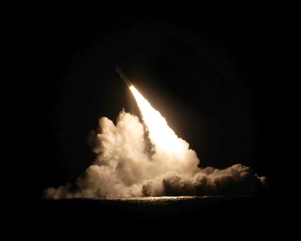 Foto: Odpal střely Trident D5 z ponorky amerického námořnictva; větší foto / Lockheed Martin