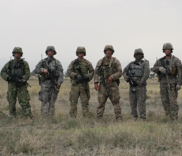 Foto: AOR II, UCP, MultiCam, Desert Brush, UCP-Delta a Mirage. / US Army Foto: AOR II, UCP, MultiCam, Desert Brush, UCP-Delta a Mirage. / US Army