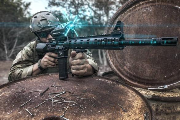 Foto: Technologie firmy TrackingPoint umožňuje průměrnému střelci s útočnou puškou vést účinnou palbu na vzdálenost větší než 500 m. / TrackingPoint