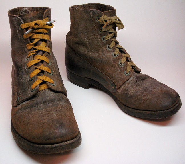 Trench boots