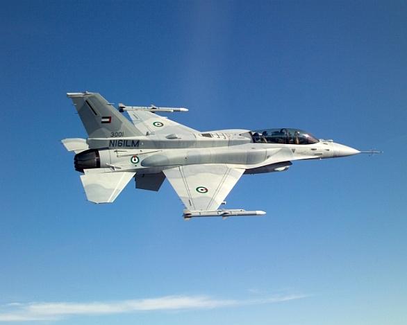 Foto: F-16D Desert Eagle. Podle magazínu IHS Janes se k útokům připojí pravděpodobně Spojené arabské emiráty (SAE). Právě SAE a Egypt již mají zkušenosti s útoky na militanty v Libyi. / United ArabEmirates Air Force