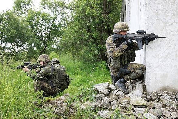 Vojáci 41.mpr v zastavěné oblasti