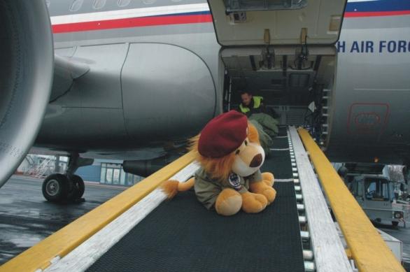 Čekání na letišti ve Kbelích se dalo ukrátit focením Lvíčka Míry na pozadí s A-319