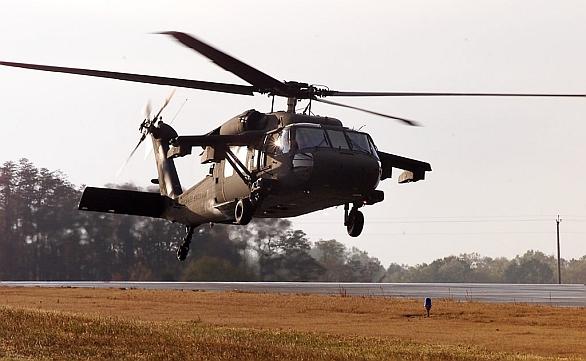 Foto: Vrtulník UH-60M s pomocnými křídly ESSS. / Sikorsky