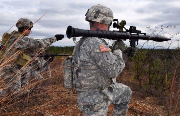 Foto: Američtí vojáci testují sovětské legendární granátomet RPG-7. / U.S. Army