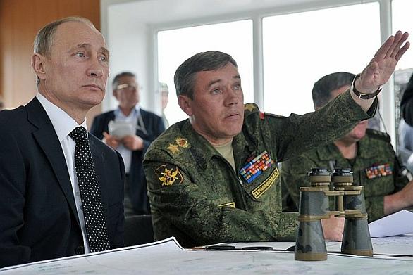 Foto: Valerij Gerasimov s prezidentem Vladimírem Putinem. / Kremlin.ru, CC BY 3.0