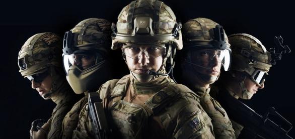 Foto: Na novou helmu lze upevnit řadu příslušenství, včetně obličejového nebo čelisťového štítu. /  Source Tactical Gear