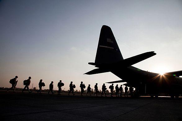 Foto: Spojenečtí vojáci se mají v roce 2014 z Afghánistánu stáhnout. Na místě zůstane (pravděpodobně) jen nevelký kontinent specialistů. / US Army
