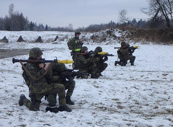 Foto: Střelba z RPG-7. / kpt. Radek HAMPL