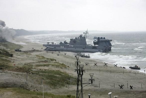 Foto: Těžké výsadkové vznášedlo Mordovija dopravilo na břeh ruské vojáky a techniku. Cvičení Západ 2009; ilustrační foto / Prezidentská kancelář Ruska