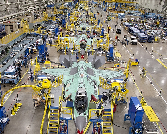 Foto: Finální montáž stíhaček F-35 Lightning II. / Lockheed Martin