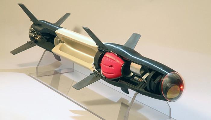 Foto: Průřez střelou s vytištěnými komponenty. /  Raytheon Missile Systems