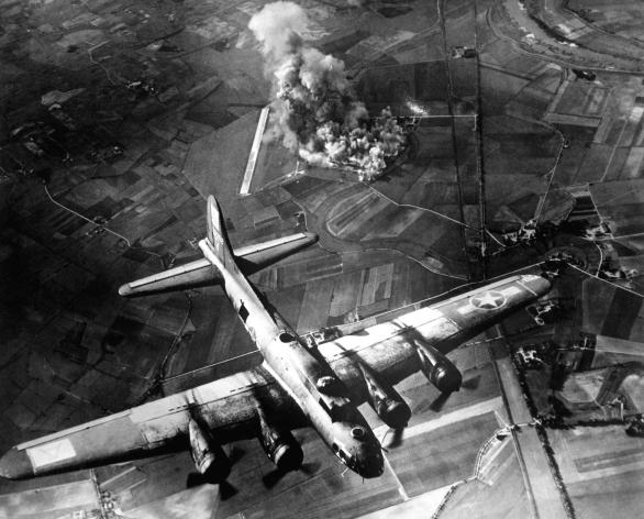 Foto: Během druhé světové války se při bombardování na civilní oběti nehledělo. / Public Domain