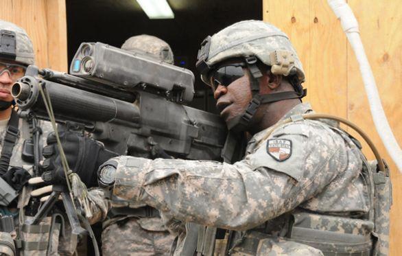 Foto  Zbraň XM25 CDTE získala mezi americkými vojáky v Afghánistánu velkou  popularitu. Vojáci ji dokonce pokřtili jménem komiksového hrdiny Punisher  ... bcc3e287079