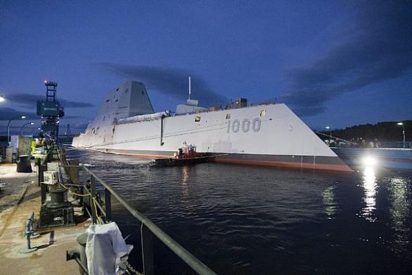 Foto: DDG 100 Zumwalt v loděnicích General Dynamics Bath Iron Works; větší foto / U.S. Navy